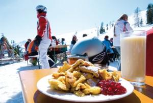 Genuss beim Kaiserschmarren. Foto: Skijuwel Alpbachtal Wildschoenau