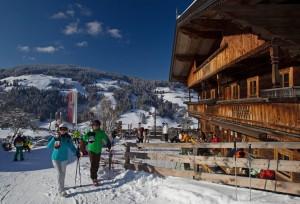 Skifahrer beim Riedlhof in Oberau in der Wildschönau. Foto: Kunz PR