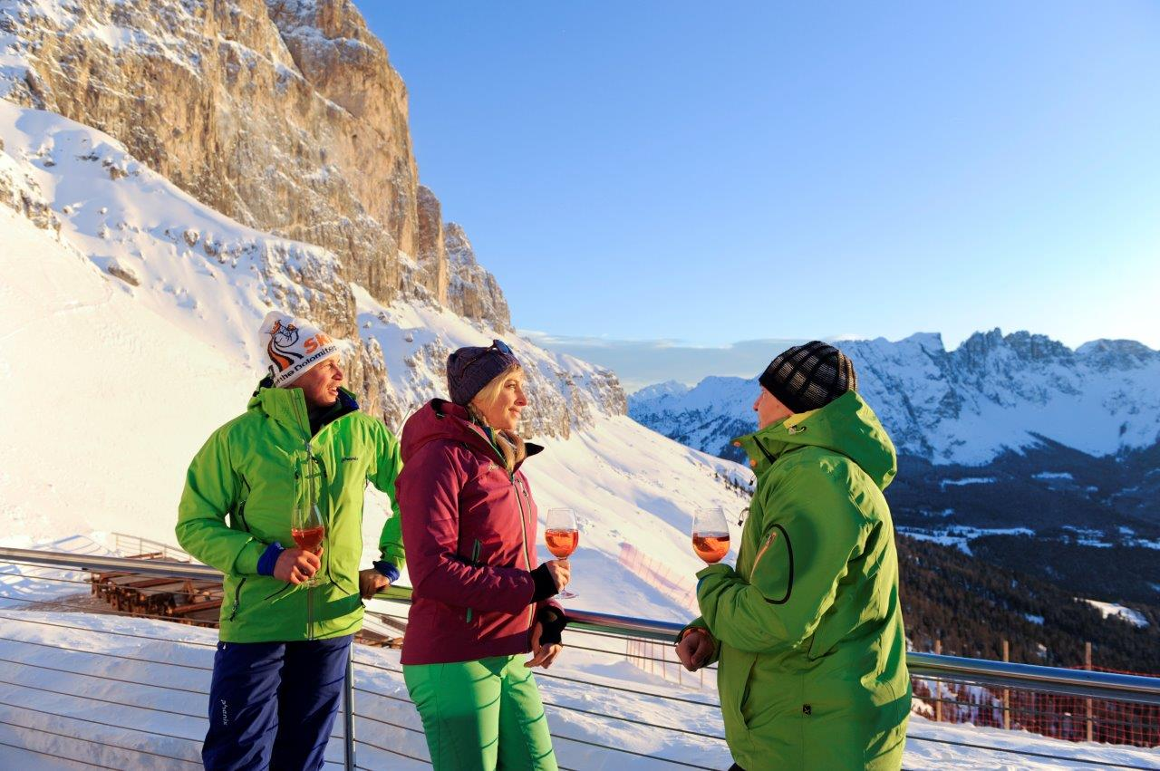 Warten auf das Alpenglühen beim Sunset Aperitif. Foto: Eggental Tourismus