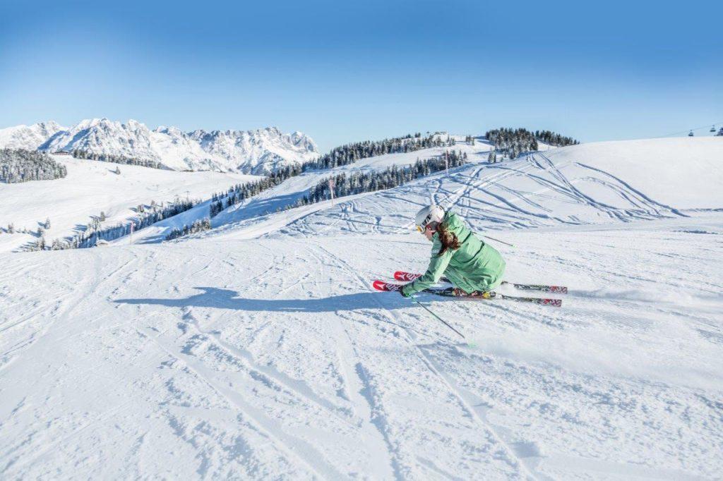 Piste mit frischem Puder: Auf in die Kitzbüheler Alpen. Foto: Mirja Geh Read more https://kunz-pr.com/kitzbueheler-alpen_skisafari-schneesicher/