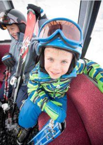 Verstellbare Helme sind für Kids besonders gut geeignet, da sie sich stets an die aktuelle Kopfgröße des Kindes anpassen lassen. Foto: www.sicher-im-schnee.de