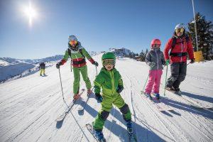 Im Alpbachtal stehen in diesem Winter die Familien im Rampenlicht. Mit dem Familien Ski Opening und dem neuen Kinderparadies kommen kleine Skifans ganz groß raus. Foto: Ski Juwel Alpbachtal Wildschönau