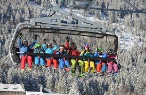 Neben Tagesskifahrern aus Süddeutschland und dem angrenzenden Ausland steuern vor allem Familien mit Kindern das Skigebiet Oberjoch an. Fotos: Bergbahnen Hindelang-Oberjoch/Bad Hindelang Tourismus